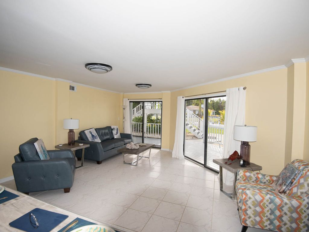 Andros Island Rentals - Fresh Creek Octagon - Bahamas Room