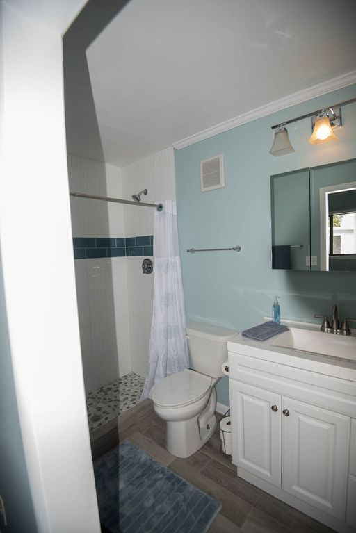Andros Island Rentals - Fresh Creek Octagon - Bathroom #1