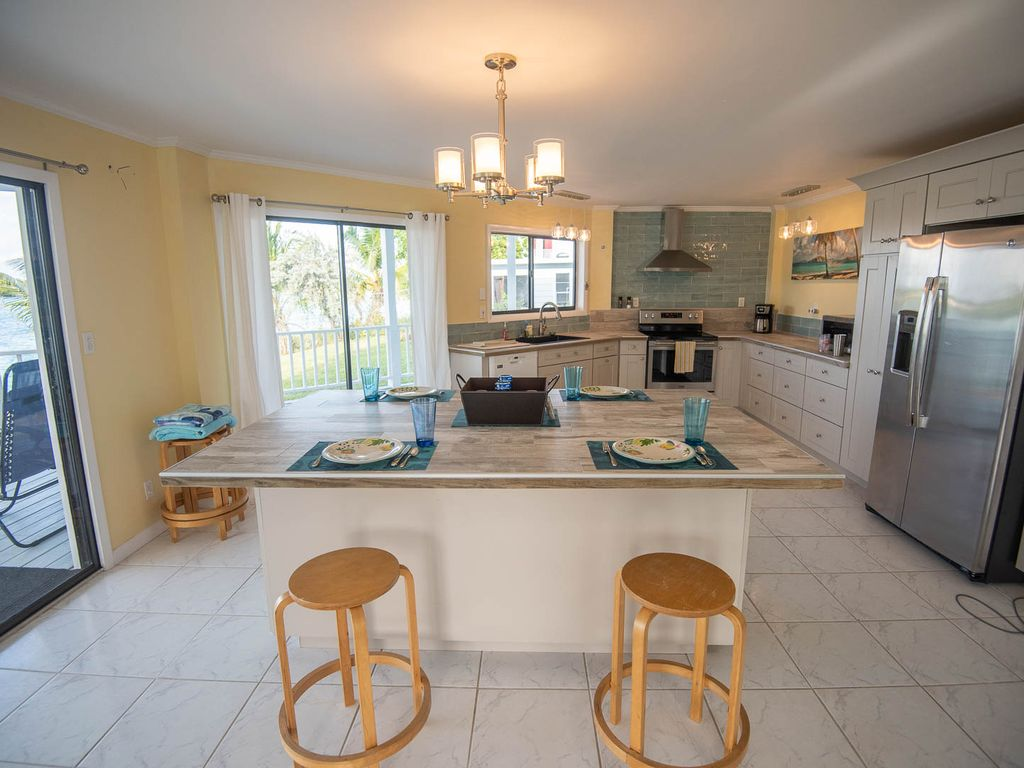 Andros Island Rentals - Fresh CreeK Octagon - Kitchen And Dining Area