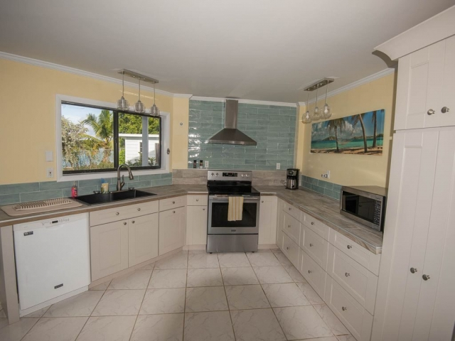 Andros Island Rentals - Fresh Creek Octagon - Kitchen