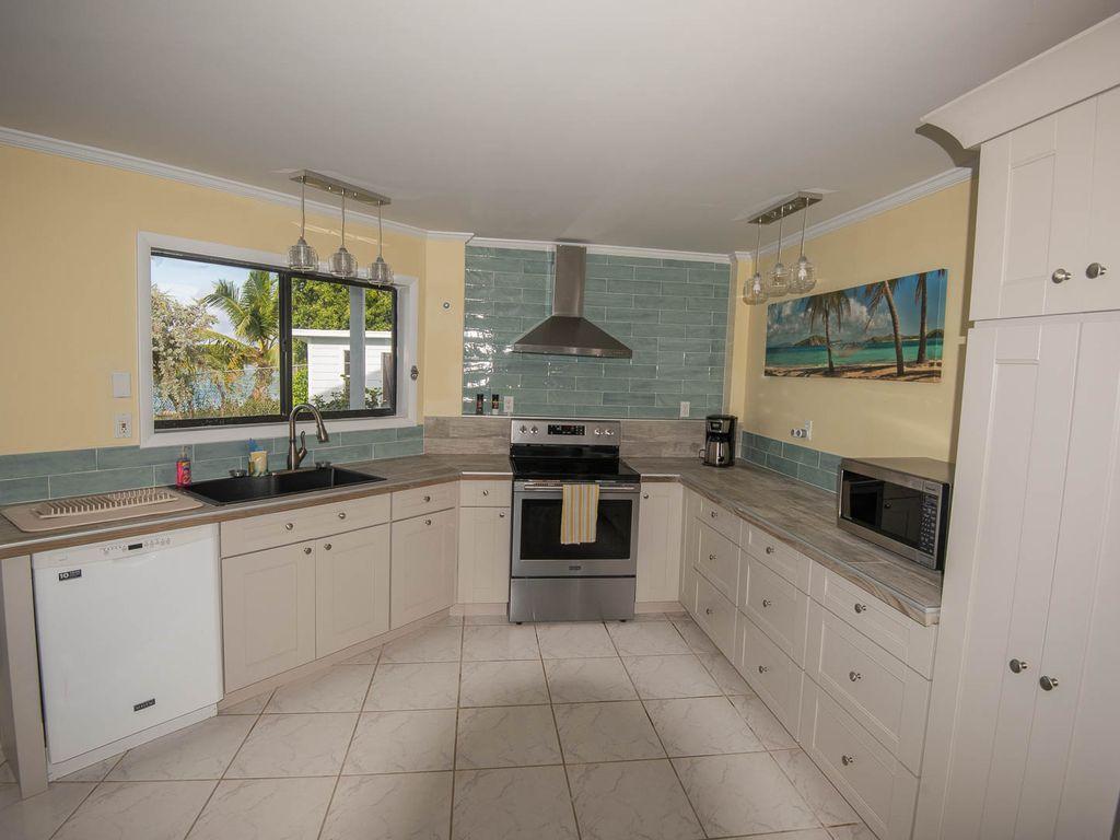 Andros Island Rentals - Fresh Creek Octagon - Kitchen