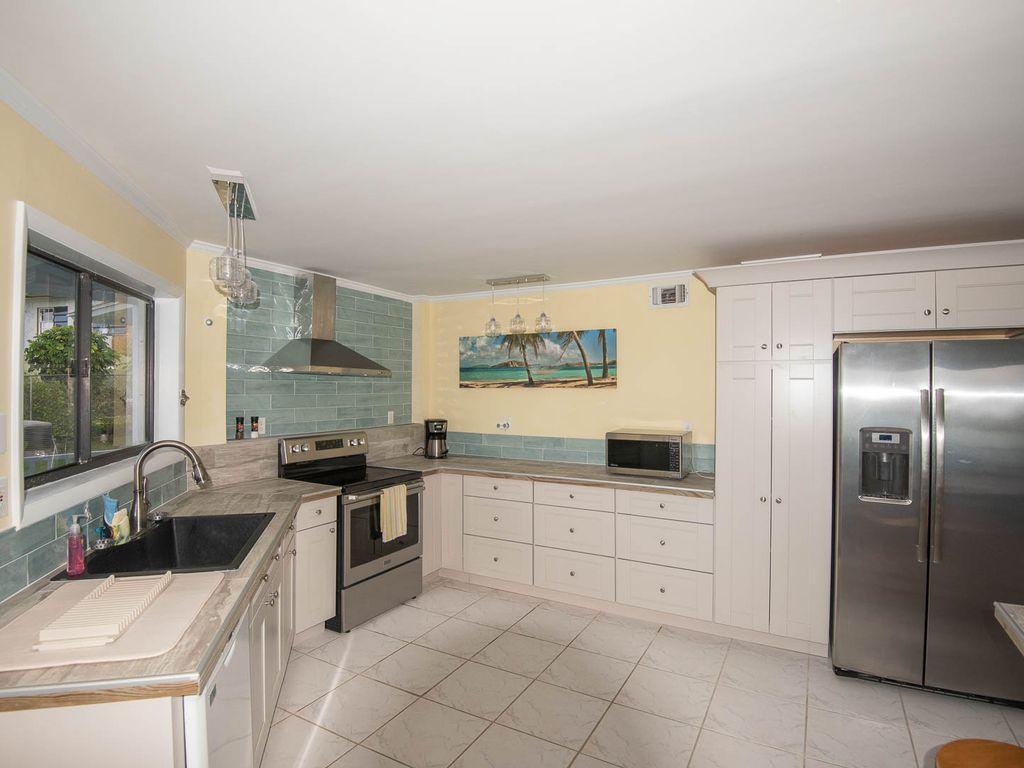Andros Island Rentals - Fresh Creek Octagon Kitchen