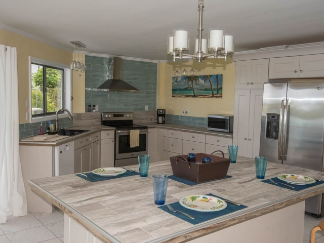 Andros Island Rentals - Octagon Kitchen and Dining Area